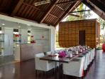 Villa Sapi - Dining and kitchen area