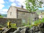 THE OLD COBBLERS, family friendly, character holiday cottage, with a garden in Burnsall, Ref 2062