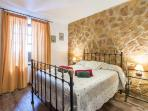 Dormitorio doble adaptado con ventana al exterior y bonitas vistas