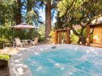 Couple's Garden Apt Retreat,  Private Hot Tub