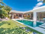 Pool and garden in Villa LA