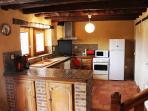 Cuisine équipée (lave vaisselle, congélateur, bouilloire/cafetière/grille pain, four, etc.