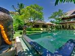 Villa Asmara - Buddha looks over the pool