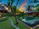 Villa Asmara - Gardens and pool at dusk