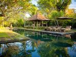Villa Belong Dua - Bale across the pool