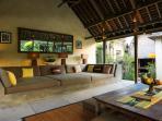 Villa Belong Dua - Outdoor living area seating
