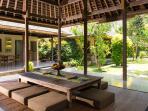 Villa Belong Dua - Living area dining table