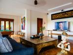 Villa Semarapura - Poolside entertainment room