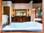 Villa Semarapura - Master bedroom ensuite bathroom