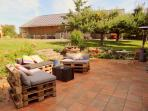 Terrasse, jardin, barbecue, trampoline, balançoire