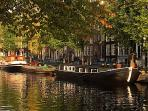 Houseboat Trijntje, triple A location in centre of Amsterdam.