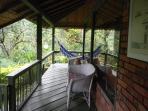 Veranda with hammock/Balcon con hamaca
