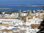 Vista de la ciudad al fondo la desembocadura de Río Guadalquivir y las salinas famosas por sales....