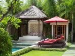 Villa Kalimaya II - Bale and sunloungers