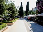 Promenade with bars & restaurants - 5 min from apartment