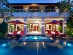 Villa Kalimaya IV - Exterior villa night