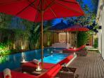 Villa Kalimaya IV - Pool lounger and table