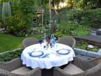 dîner en table d'hôtes au jardin