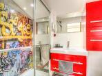 Salle de douche de la suite urbaine