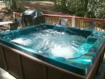 RED CREEK CABIN with hot tub for 6 on private deck with gas grill & dining table/chairs