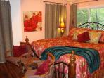 RED CREEK CABIN: Luxurious King Bedroom