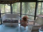RED CREEK CABIN: Screened covered porch