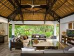 Villa Maya Retreat - Living pavilion TV