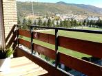 Terraza .Vistas a Monte Rapitán y Peña Oroel.