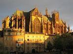 Cathédrale St Etienne à 2 min à pied
