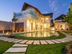 4 Bedroom Villa Cloud 9 - Swimming pool, jacuzzi, WIFI, FREE Car and Driver