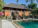 Villa Batujimbar - Lembu bale and pool
