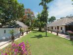 Villa Batujimbar - Lawn