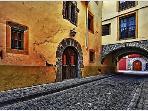 Calle del Arco (5 min.)