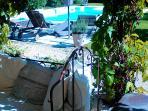 Terrasse Sud, donnant sur la piscine.