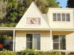 Cooroora cottage (3 bedrooms, disabled access)