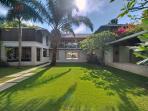 Villa Sabana - Extensive lawns