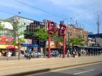 Chinatown/Kensington Market walking diatnce!!