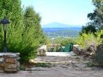 Le mont Ventoux dès votre réveil ... vue de la terrasse.