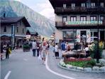 The ski resort boasts a wide range of bars, restaurants and duty free shops