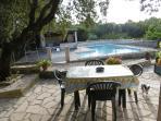 La piscine vue de la terrasse Lavande