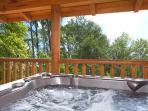 Hot Tub at Log Wild!
