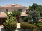 Lovely  villa,private large pool (8x4m)garden,patio,parking,free wi-fi,quiet location,2 km from sea