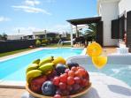 Jardín con piscina y Jacuzzi