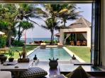 Majapahit Beach Villa - Maya - Living and dining