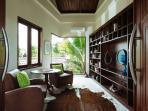 Villa Umah Daun - Library