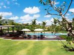 Villa Umah Daun - Pool and view