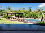 Villa Umah Daun - Open windows to pool and garden