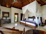 9. Villa Kedidi - Guest bedroom 2 (twin)