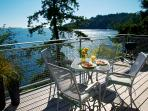Beach~Waterfront~NEW seaside decks~Kitchen~Sunny~Bowen Island British Columbia