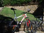 2 bikes available for guests of Can Cruanyes